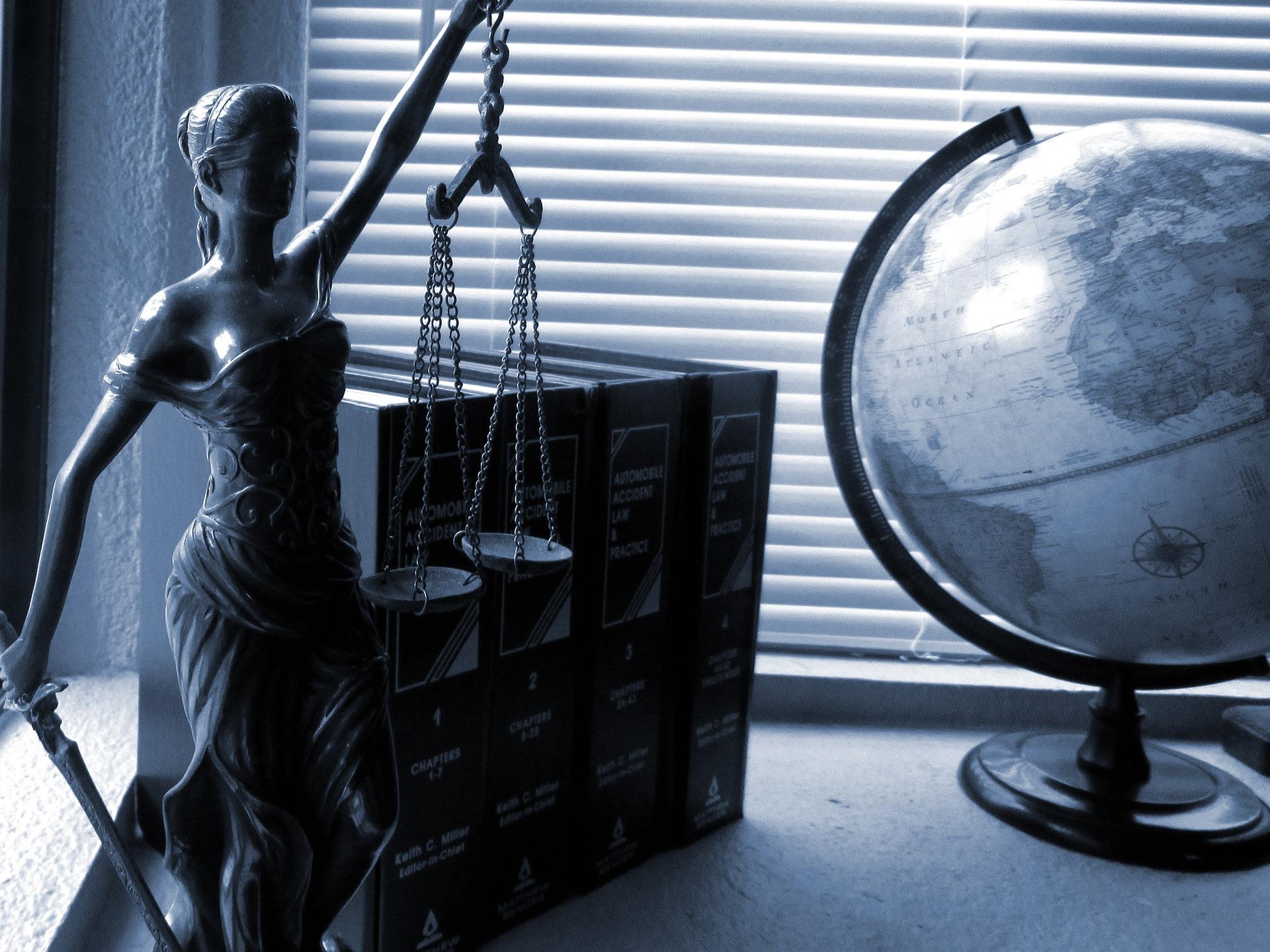 探偵社と興信所の違いは?探偵の業務は法律違反なの?